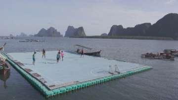 Плаващо футболно игрище стана атракция в Тайланд