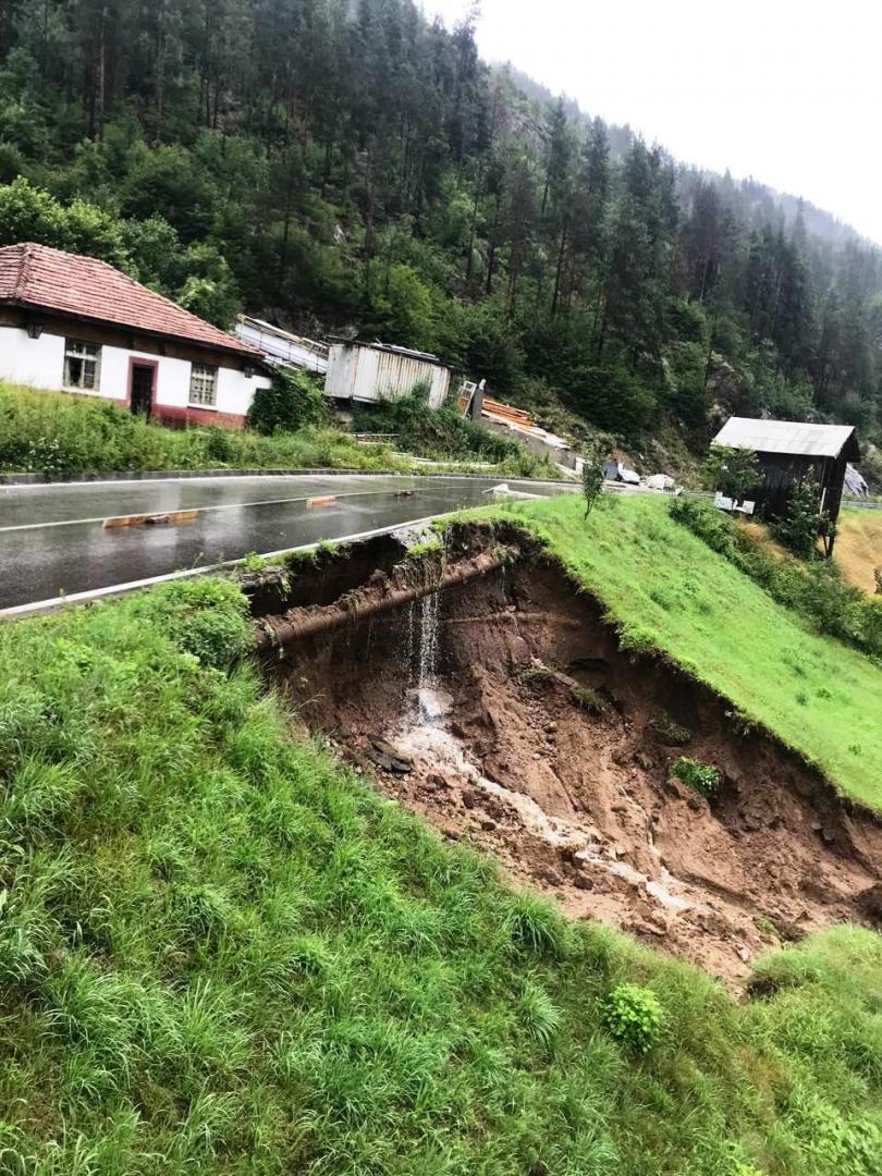 Пропадане на пътното платно на пътя Рудозем - Смилян