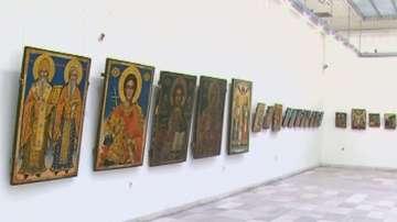 Старинни икони, оцелели след пожар, се пазят в Русенската художествена галерия