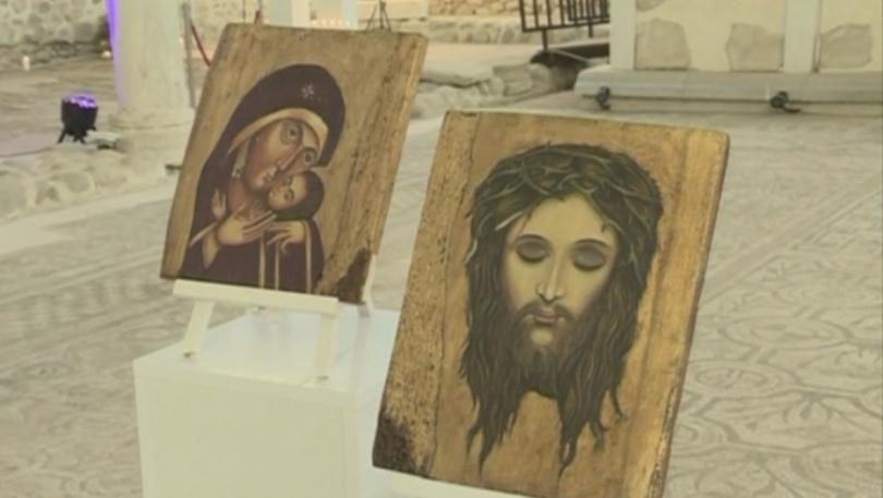Уникална изложба на икони, рисувани върху кожа, представи писателят и