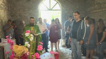 На Илинден: Млада двойка се венча в храм от 18-и век, в село с един жител