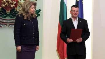 Илияна Йотова връчи документите за българско гражданство на Сафет Баличевац