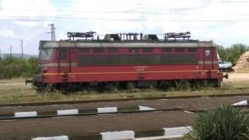 Локомотивът на влак се запали в движение край Зимница