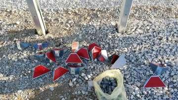 Заловиха деца да демонтират елементи от новата отсечка на Хемус