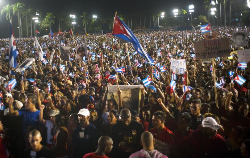 снимка 2 Половин милион кубинци и много чужди политици на погребението на Фидел Кастро