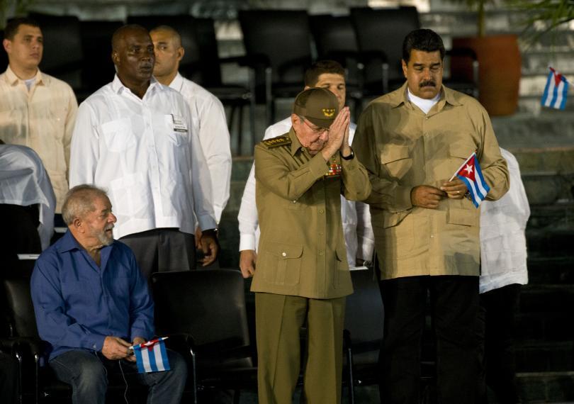 снимка 4 Половин милион кубинци и много чужди политици на погребението на Фидел Кастро