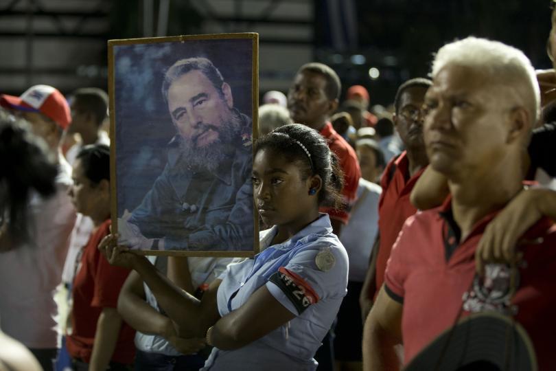 снимка 5 Половин милион кубинци и много чужди политици на погребението на Фидел Кастро