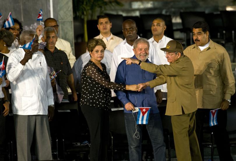 снимка 1 Половин милион кубинци и много чужди политици на погребението на Фидел Кастро