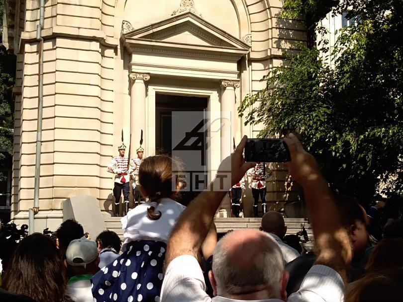 снимка 1 Празникът в София: Честване пред мавзолея-костница на княз Александър Батенберг