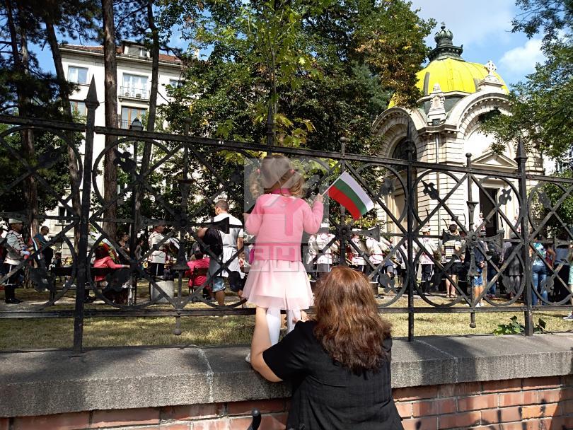 снимка 3 Празникът в София: Честване пред мавзолея-костница на княз Александър Батенберг