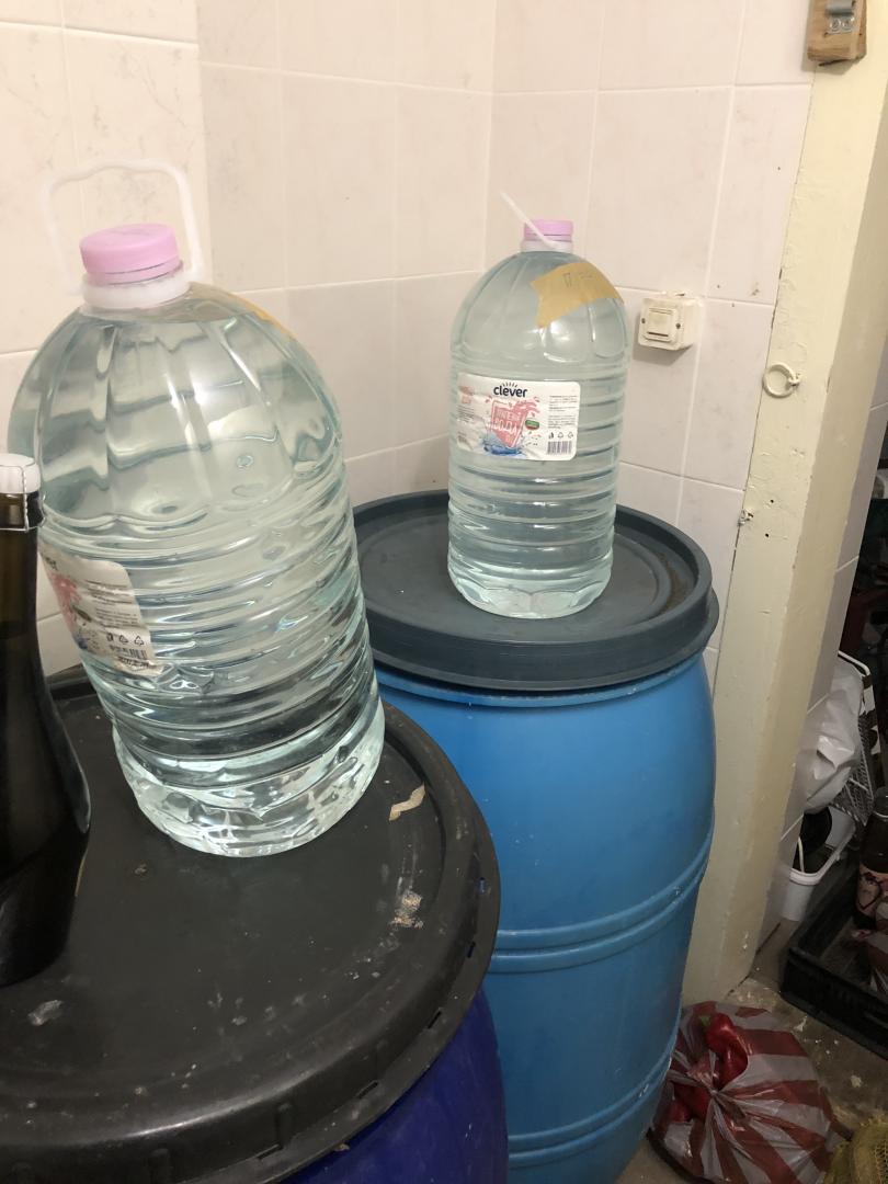 снимка 1 Иззеха големи количества алкохол и дизелово гориво без платен акциз в Боровец