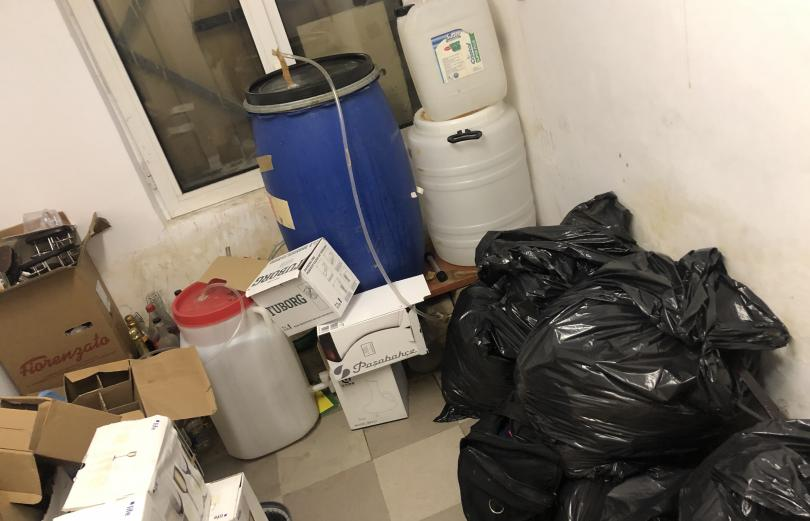 Иззеха големи количества алкохол и дизелово гориво без платен акциз в Боровец