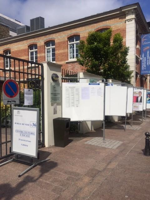 снимка 1 От наши зрители: Изборният процес в Париж протича нормално