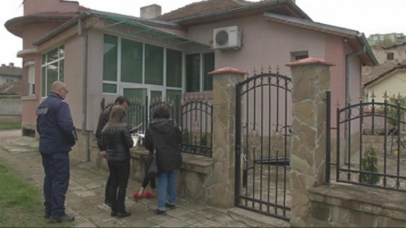 Снимка: Проверяват имотите на задържаните за телефонни измами
