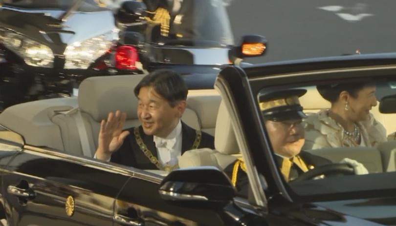 В Токио с тържествен парад японците приветстваха новия си император.