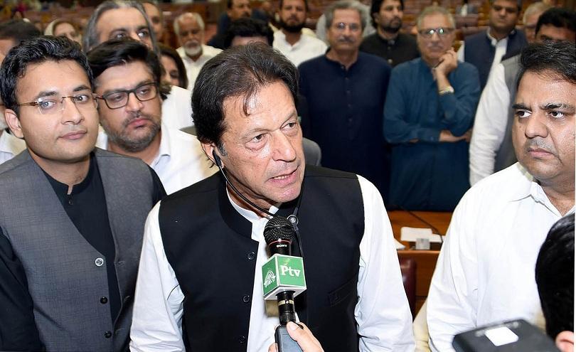 Новият премиер на Пакистан Имран Хан положи клетва на церемония