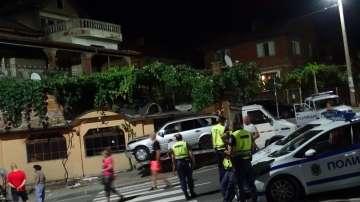 Автомобил се вряза в кафене на тротоара в Дупница и уби човек