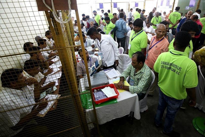 Нарендра Моди с абсолютен триумф на изборите в Индия