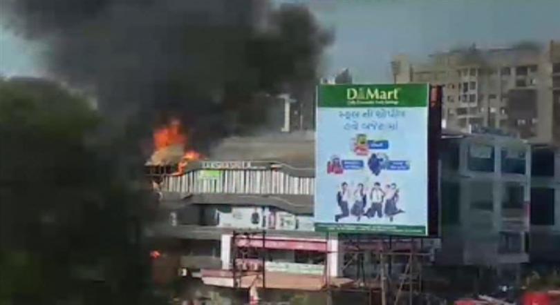 Огънят избухнал в училище в град Сурат. Много от младежите,