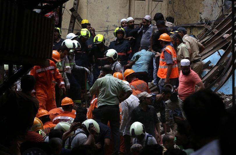 Четириетажна сграда се срути в индийския град Мумбай. Предполага се,