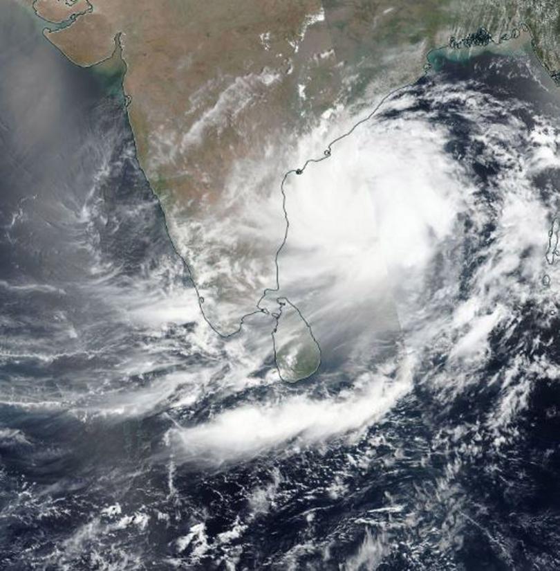 близо 800 000 души индия евакуирани заради очакван циклон