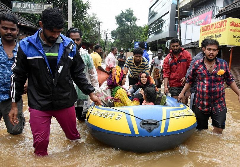 В Индия постепенно настъпва облекчение от незапомнените наводнения в южния