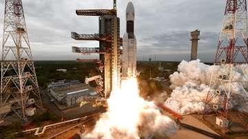 Индия успешно стартира мисия до Луната