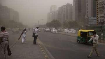 Близо 100 жертви на пясъчни бури в Индия