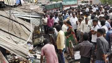 Камион се вряза в индийски фермери, 14 загинаха