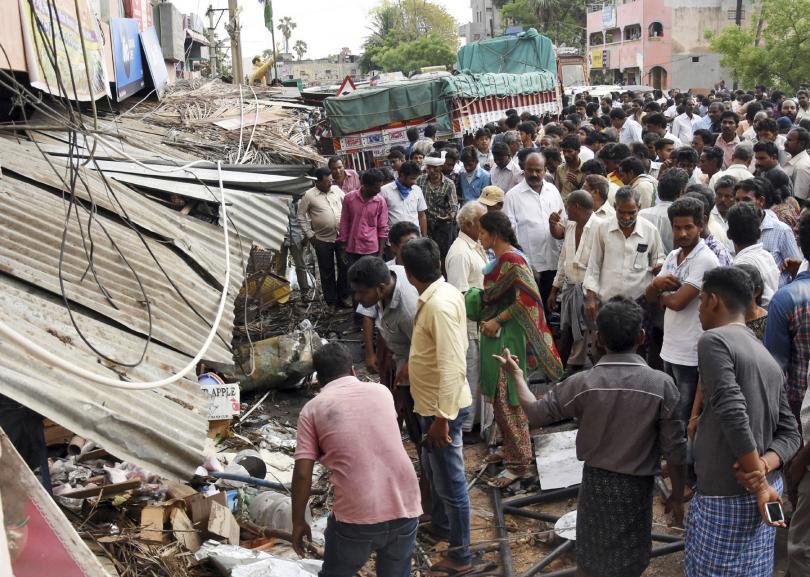 камион вряза индийски фермери загинаха