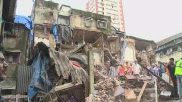 Жертвите на срутилата се в Индия сграда достигнаха 20