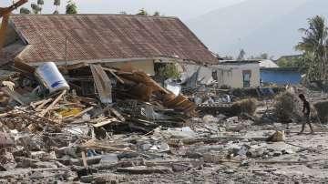 Индонезия погребва жертви на земетресението