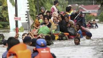 Десетки жертви при наводнения в Индонезия