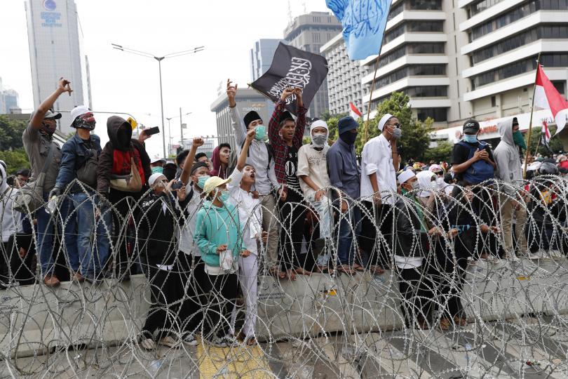 загинали ранени вчерашните протести индонезия