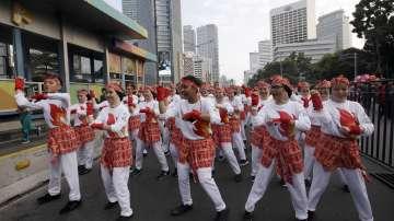Индонезийският президент се включи в масов танц по улиците на Джакарта