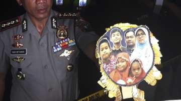 За първи път в Индонезия: Родители водят децата си на смърт?