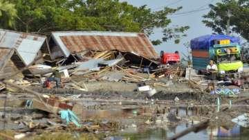 Стотици жертви след серията от трусове и цунами в Индонезия