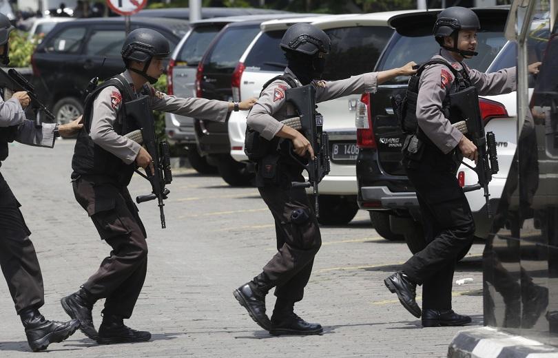 индонезия осъдиха първата жена планирала самоубийствен атентат