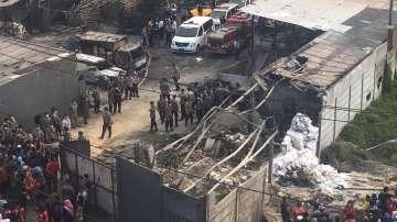 Десетки загинали при експлозия в индонезийска фабрика за фойерверки