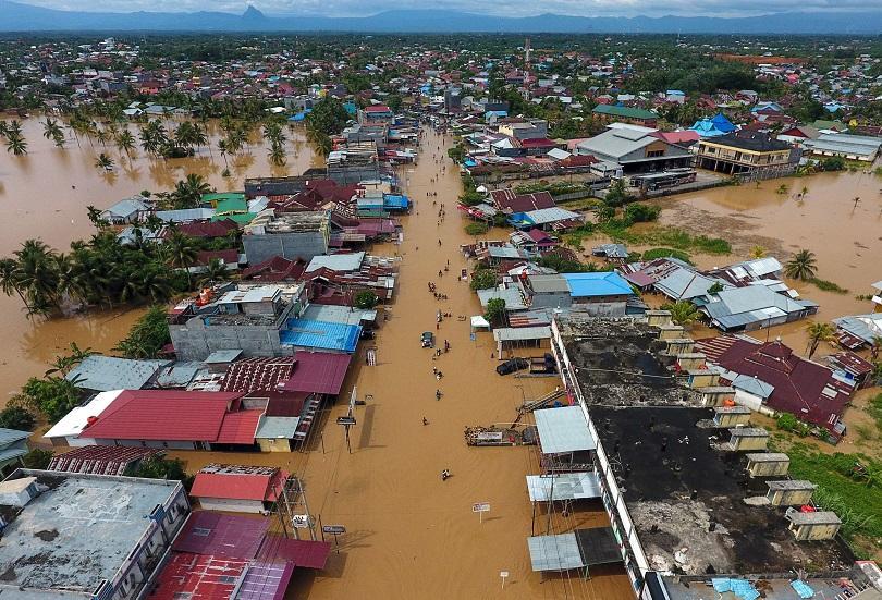 расте броят жертвите наводнението индонезия