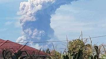 След земетресението на остров Сулавеси изригна и вулкан