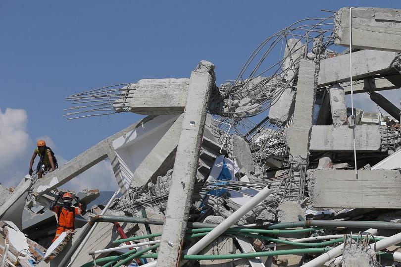 жертвите земетресението вълната цунами индонезия 1200