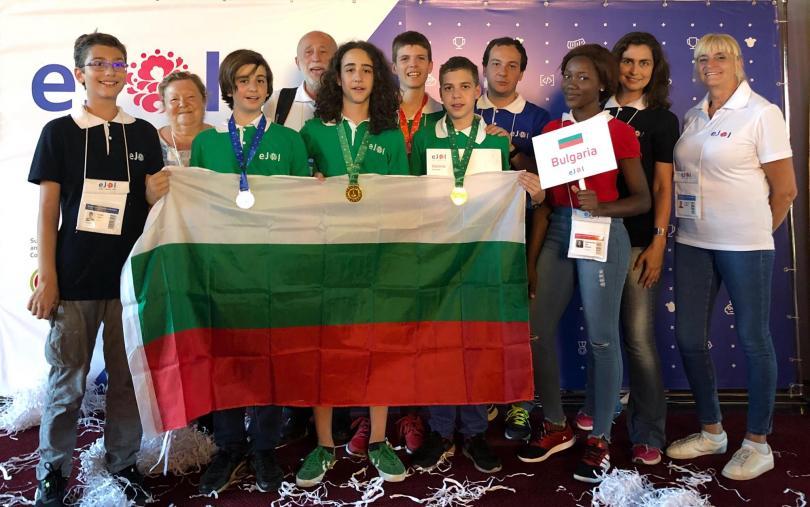 Националният ни отбор по информатика се прибира в България с