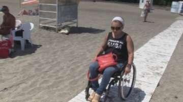 Хората в инвалидни колички отново без достъп до морето в Бургас