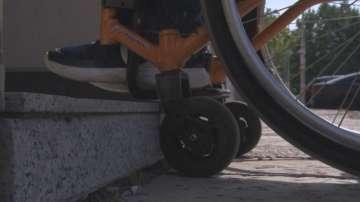 Доклад: Градската среда у нас остава неподходяща за хора с увреждания