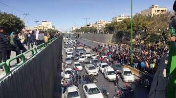 Протести в Иран срещу поскъпването на бензина