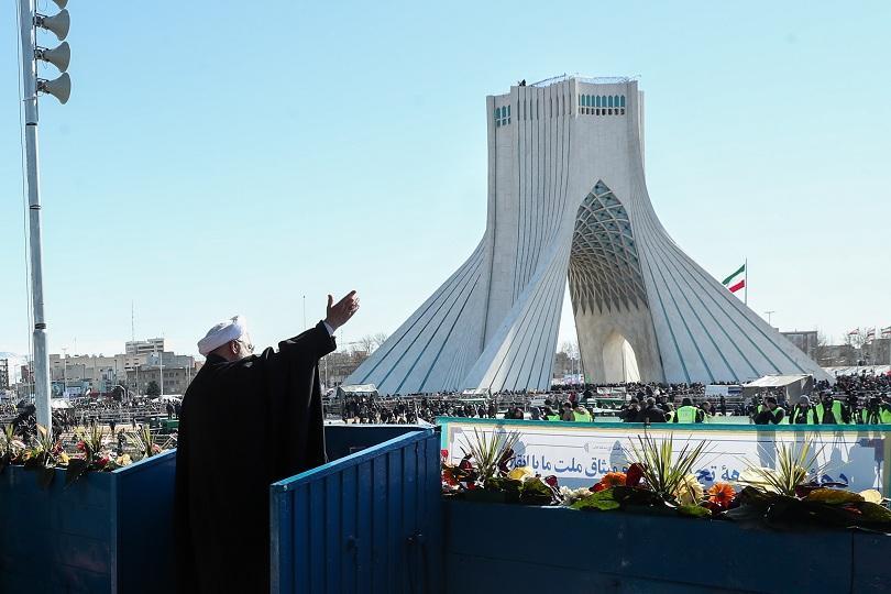 С многохилядни демонстрации в Техеран и в други големи градове