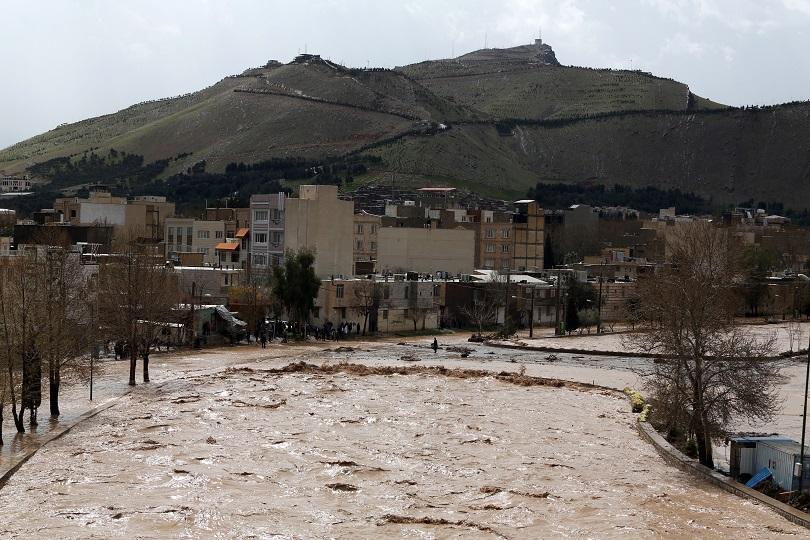 В Иран продължава спешната евакуация на десетки населени места заради