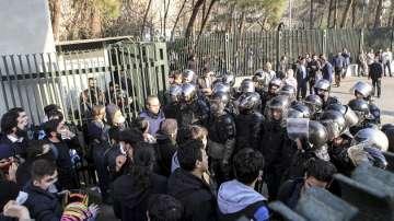 Насилие в Иран, нови жертви при протестите, които не стихват вече 5 дни