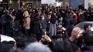 Протест срещу властите в Иран след свалянето на украинския самолет